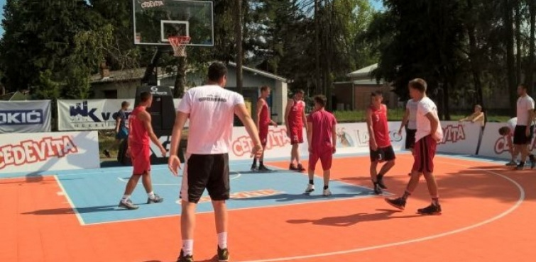"""Ekipa Caffe lounge bara Bolte osvojila Streetball turnir """"3 na 3"""" na Gradskim bazenima"""