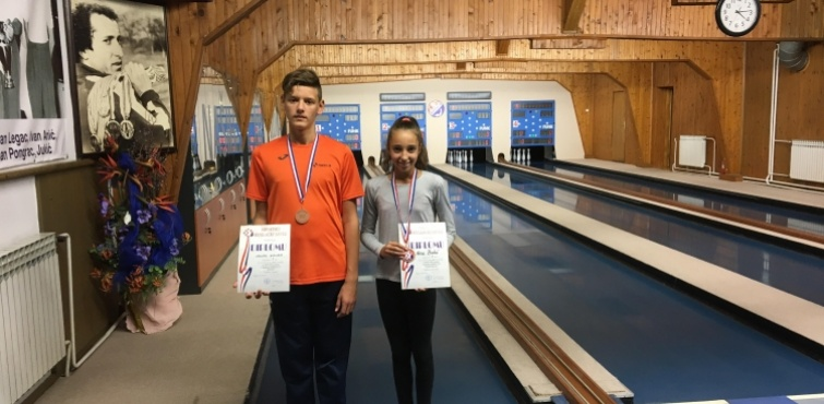 Sedam mladih kuglača Obrtnika nastupilo na državnom prvenstvu, a brončane medalje osvojili Nera Bakić i Josip Kalem